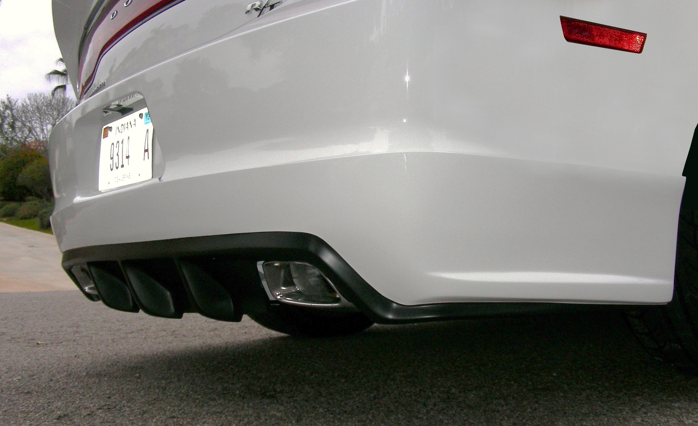 Rear ground effects and diffuser